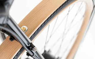 Die Schutzbleche des Wooden Racer sind aus dem gleichen Holz gefertigt wie die Felgen.