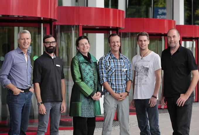 Eurobike Award 2014 Jury: Im Bild von Links: Pete Mijnssen (Herausgeber und Chefredakteur Velojournal), Felix Böhlken (Redakteur RoadBIKE), Claudia Maiwald (Bundesgeschäftsführerin des Ökologischen Verkehrsclubs VCD), Bernd-Uwe Gutknecht (ARD Sportreporter), Markus Walcher (Geschäftsführer Fahrrad XXL Walcher) und Nils Holger Moormann (Designer)