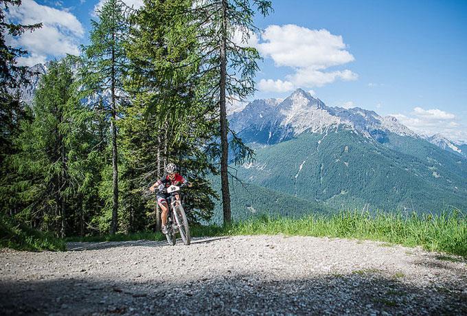Jeden Tag wird eine andere Strecke im Weltnaturerbe Dolomiten bergauf befahren.