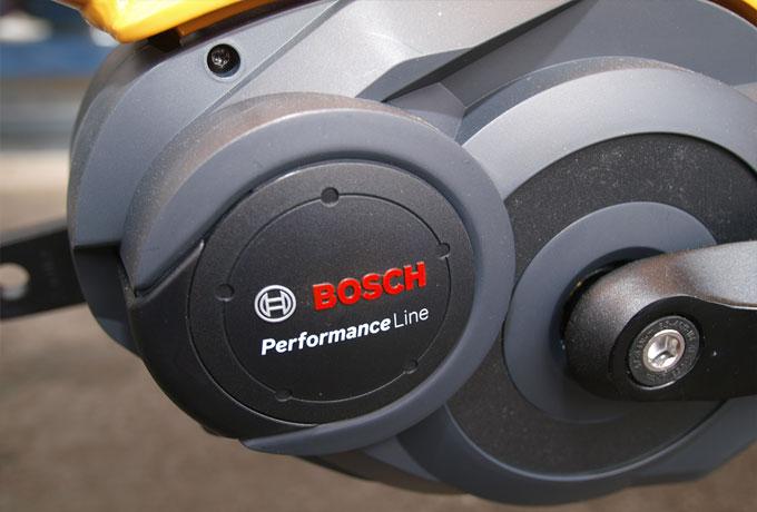 Der sanft unterstützende Bosch-Mittelmotor bis zu 25 km/h und die angepasste ergonomische Geometrie helfen dem E-Bike Fahrer mit bis zu 150kg das Radfahren schmackhaft zu machen.
