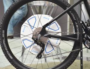 Das Nachrüstkit von BionX enthält einen Hinterradantrieb, den man relativ leicht nachrüsten kann.