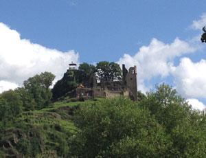 Die Burgruine Are in Altenahr ist eine schöne Sehenswürdigkeit auf Eurer Tour im Ahrtal.