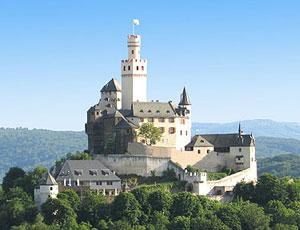Die Marksburg ist die einzige Burg am Mittelrhein, die nie zerstört wurde. Heute finden hier Burgführungen statt.