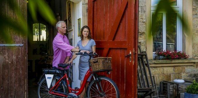 Hollandfahrrad: E-Bikes günstig in Holland kaufen - oder doch ein S-Pedelec aus Deutschland wie das blueLABEL SWING von Riese & Müller.