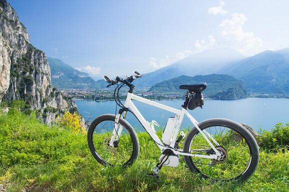 Auf diese Weise lässt sich das Sinuskurven-Signal mit der benötigten Frequenz eigens herstellen. Die fertigen Drehstrommotoren Schaltungen für E-Bikes erleichtern diese Aufgabe.