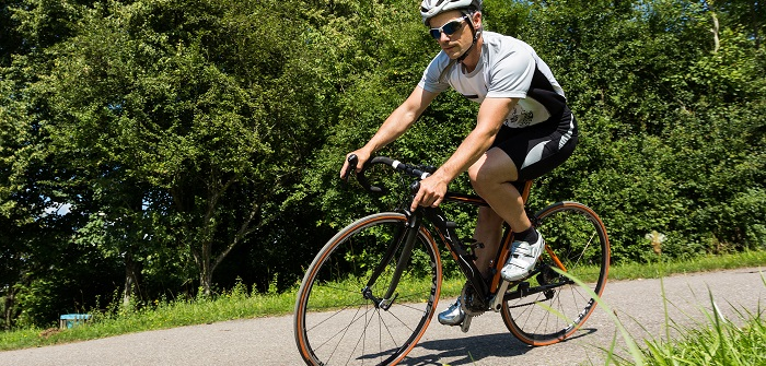Beim Rennrad das Hinterrad einbauen
