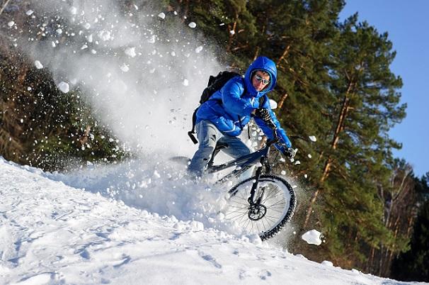 Selbst wenn die Temperaturen unter den Gefrierpunkt fallen, kann das E-Bike also noch seine Vorteile ausspielen.