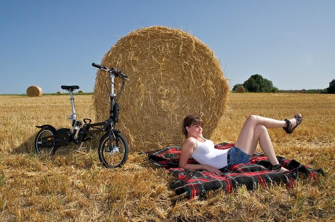 In Deutschland fahren aktuell fast drei Millionen Menschen ein E Bike, also ein Rad mit automatischer Tretunterstützung. (#01)