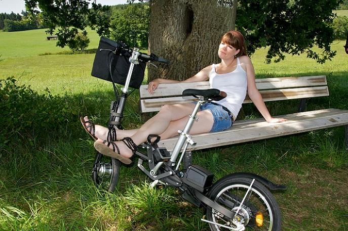 Für diese Gruppe von Nutzern bietet das Klapprad damit eine attraktive Alternative zu den Elektro-Bikes, die eben nicht zusammenfaltbar sind. (#03)