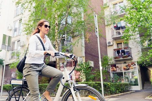 Wenn ein Arbeitnehmer durch seinen Arbeitgeber das Fahrrad gestellt bekommt, dann kostet ihn das recht wenig. Er muss lediglich monatlich einen Anteil von 1% an das Finanzamt zahlen. (#04)