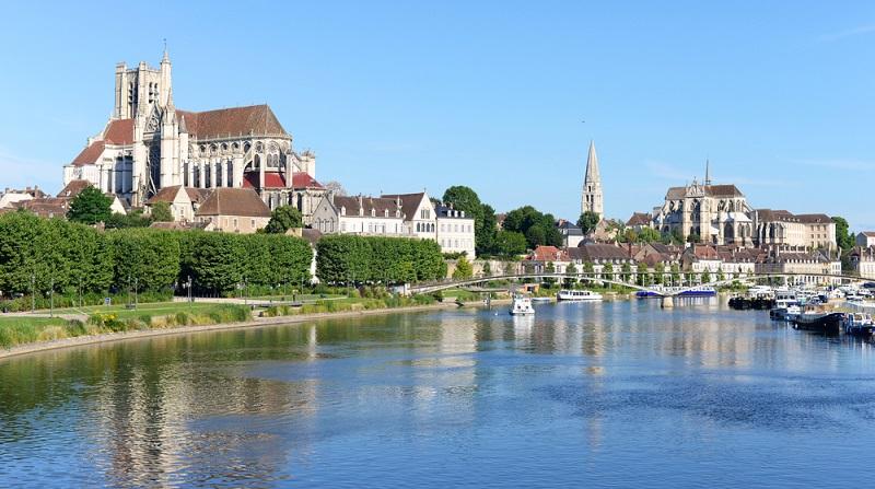 Diese Fahrradtour ist von der historischen Bilderbuchlandschaft von Natur, Kultur und Gaumenschmauß geprägt. Sie eignet sich deshalb perfekt für Feinschmecker und Weinliebhaber. Die Tour beginnt bei Auxerre, einer Stadt, die es bereits zu Zeiten der Römer gegeben hat. (#04)