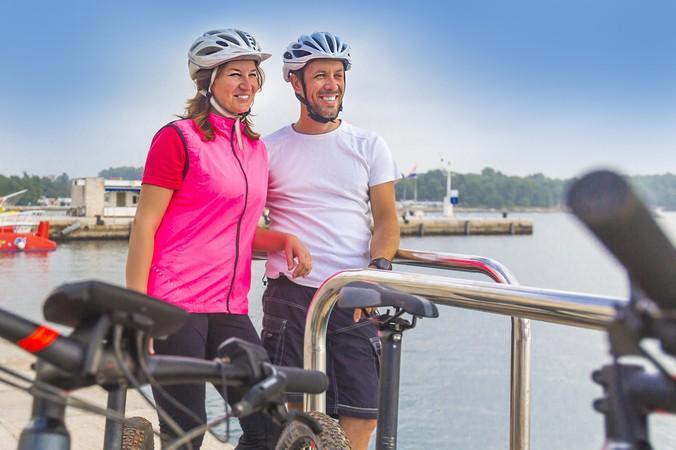 Mit der Radfahrer-Fähre geht es von Millingen hinüber nach Pannerden. (#2)