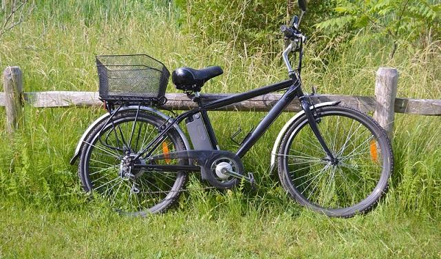 E-Bikes und Pedelecs sind in Deutschland so gefragt wie nie. In immer mehr Nischen ist der alternative E-Antrieb zu finden. Die Modellpallette ist riesig. Damen-, Herren- oder Kinderfahrräder mit Elektroantrieb gibt es in allen nur erdenklichen Farben und Ausstattungsvarianten. (#01)