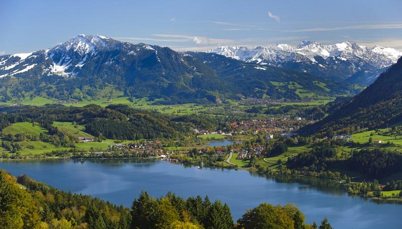 Bis dahin ist bereits die erste Etappe der Tour geschafft: die 70 km zwischen dem Startpunkt Lindau und Immenstadt im Allgäu. Der Bodensee-Königssee-Radweg verläuft im Anschluss an Immenstadt im Allgäu bis nach Oy-Mittelberg (der Ort mit dem weiter oben erwähnten Pracht-Ausblick). (#01)