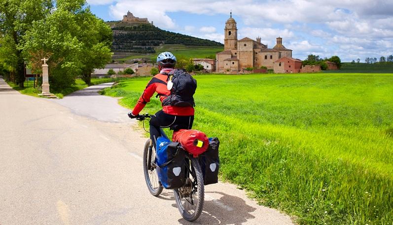 Mit dem E-Bike von Deutschland nach Spanien. Eine lange Strecke, die sich lohnt. Nicht jeder möchte sich auf dem Jakobsweg nach Santiago de Compostela die Füße wund laufen. Bequemer geht es mit dem Elektrofahrrad. (#01)