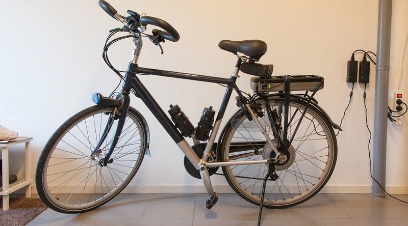 Ein E-Bike oder Pedelec steht am besten an einem trockenen, sicheren Platz, wo die Gefahr eines Diebstahls möglichst gering ist. (#04)