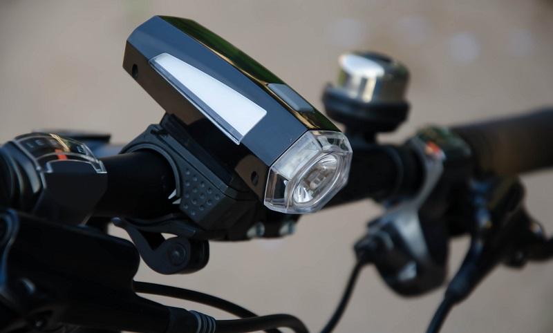 Dass eine vorschriftsmäßige Beleuchtung im Herbst und Winter sein muss, sollte jedem Radfahrer klar sein. (#03)