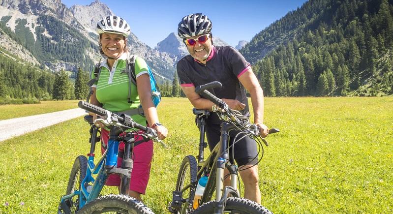 Im Freizeitbereich erlauben es diese modernen Fahrräder mit Motorunterstützung auch wenig geübten Radfahrern, ambitionierte Touren zu wagen. (#03)