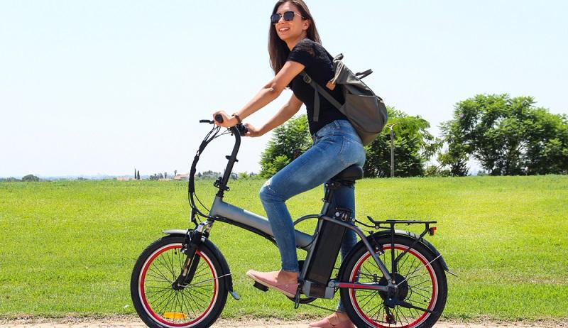 Fahrer sollten sich vor einer Tour mit ihrem E-Bike vertraut machen – so lässt sich die Sicherheit schon deutlich erhöhen. (#03)