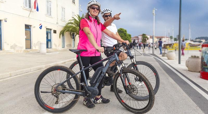 E-Biker können sich selbst von Kopf bis Fuß schützen und dennoch schwere Unfälle erleiden, wenn das E-Bike nicht vernünftig gewartet ist oder schlichtweg schlechte Bremsen besitzt. (#02)