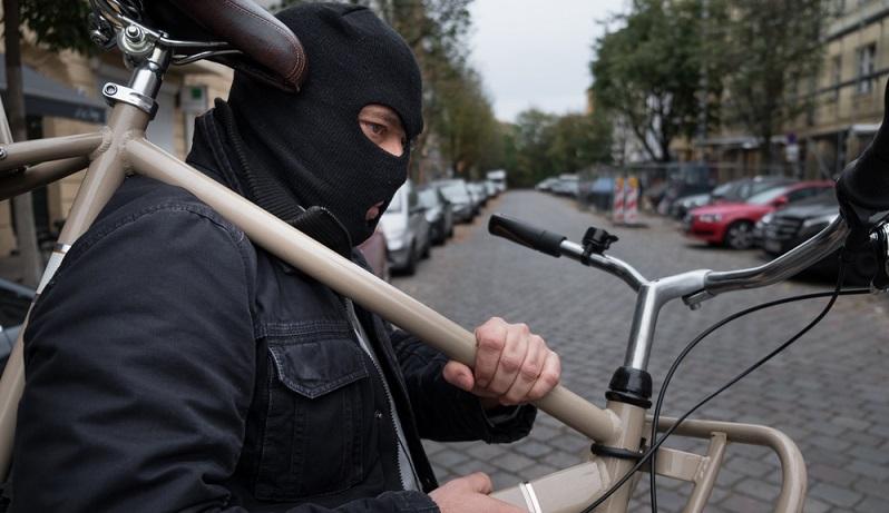 In Deutschland werden pro Jahr mehr als 300.000 Fahrraddiebstähle zur Anzeige gebracht, von denen weniger als 10 Prozent aufgedeckt werden können. (#06)