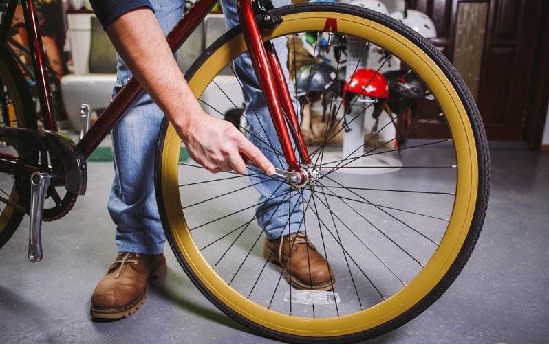 Soll die auszutauschende Fahrradnabe durch eine Nabe mit einem anderen Durchmesser ersetzt werden, ist es nicht möglich, nach dem Wechseln die ursprünglichen Radspeichen wieder einzusetzen. (#01)