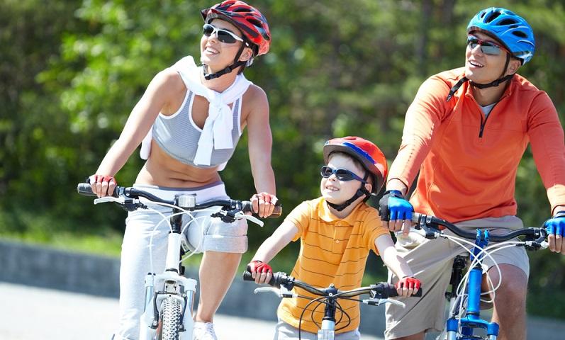 Die Deutsche Gesellschaft für Unfallchirurgie sagt generell, dass Helmträger sicherer leben und das gilt sowohl für die Nutzung von Kinderhelmen als auch für Modelle für Erwachsene (#02)