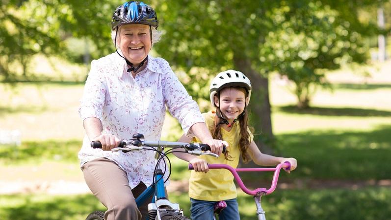 Es ranken sich zahlreiche Mythen um den Fahrradhelm, denen aber alle eines gemein ist: Sie sind einfach nicht wahr und schon längst widerlegt worden. (#05)