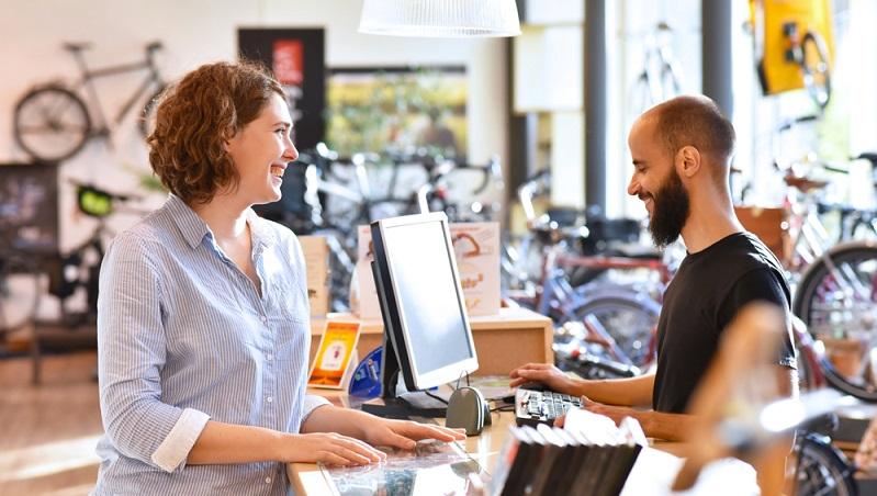 Die Frage, ob sich die Anschaffung eines E-Bikes lohnt, hängt in hohem Maße vom finanziellen Aspekt ab. Elektrofahrräder sind nämlich nicht gerade billig. Selbst die preiswertesten Modelle kosten bereits deutlich über 1.000 Euro. (#02)