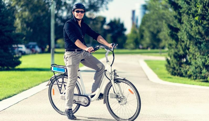 Das E-Bike bietet sich in erster Linie für Menschen an, die regelmäßig mit dem Fahrrad unterwegs sind – oder die zumindest den Wunsch verspüren, dieses Ziel mit einem E-Bike umzusetzen. (#03)