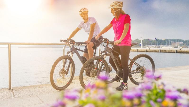 Viele Menschen fahren insbesondere im Urlaub gerne mit dem Fahrrad. So lässt sich die Umgebung hervorragend erkunden. (#05)
