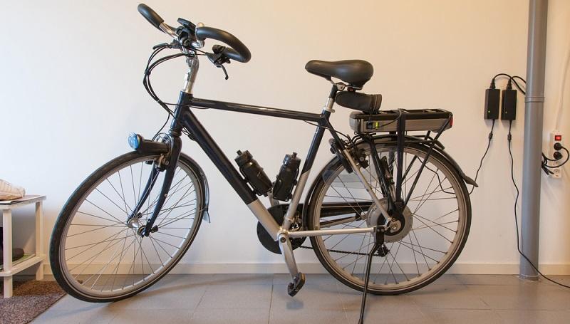 Aufgrund der hohen Kosten sind E-Bikes ein beliebtes Ziel für Fahrraddiebe. Daher ist ein sicherer Aufbewahrungsort wichtig. (#04)