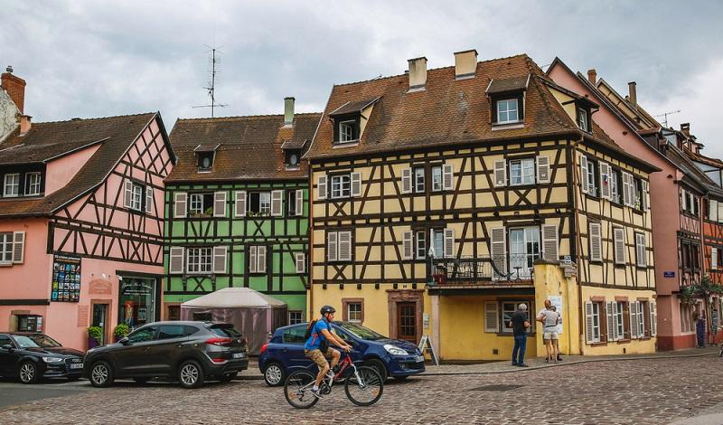 Das Elsass ist eine wunderschöne Region. Radfahrer und Wanderer haben die Qual der Wahl zwischen hübschen Fachwerkstädten wie Colmar oder Berglandschaften der Vogesen. (#1)