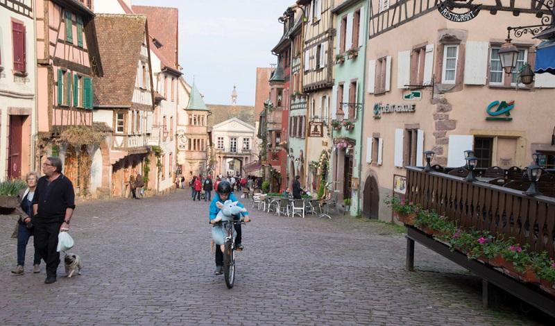 Die gemütlichen Städte des Elsass durchstreift man ideal per Rad oder zu Fuß. (#2)