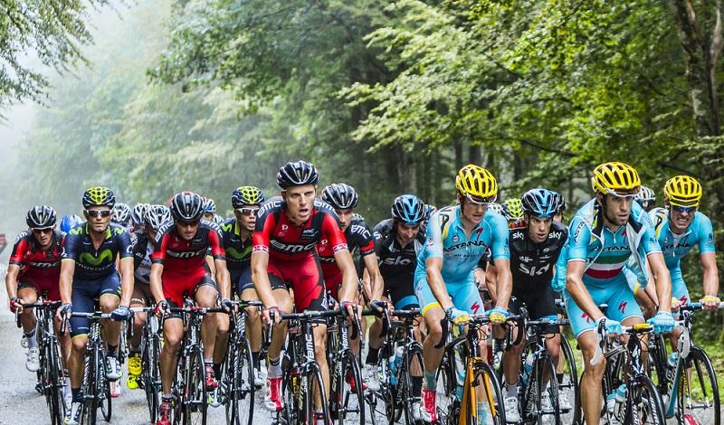 Garantiert ohne E-Bike unterwegs: Radrennfahrer während einer Etappe der Tour de France in den Vogesen. (#2)