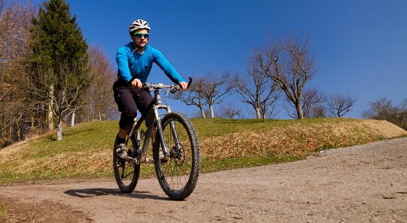 Mountainbikes eignen sich sehr gut für das Fahren im Gelände, doch natürlich sind sie auch auf der Straße nutzbar.