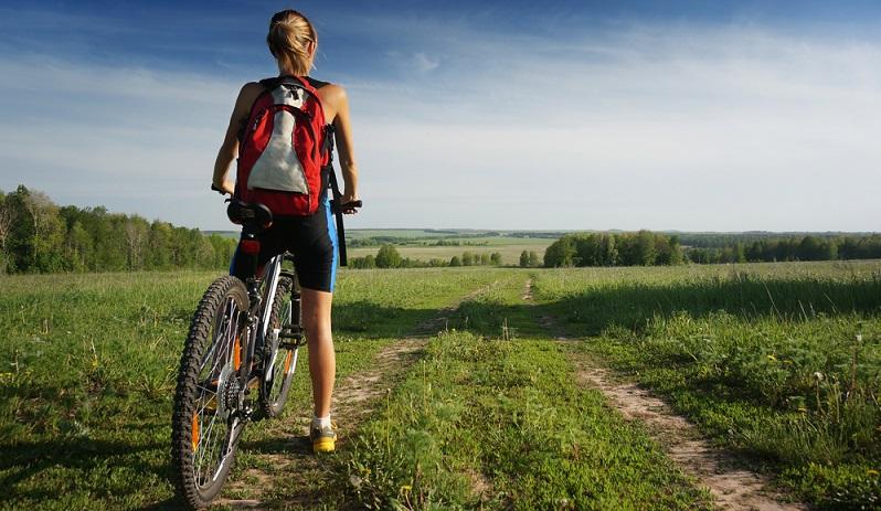 Die Puristen unter den Rennradfahrern streiten ab, dass sie jemals Bedarf für ein praktisches Backpack haben. Kaufen würden sie schon überhaupt keinen.