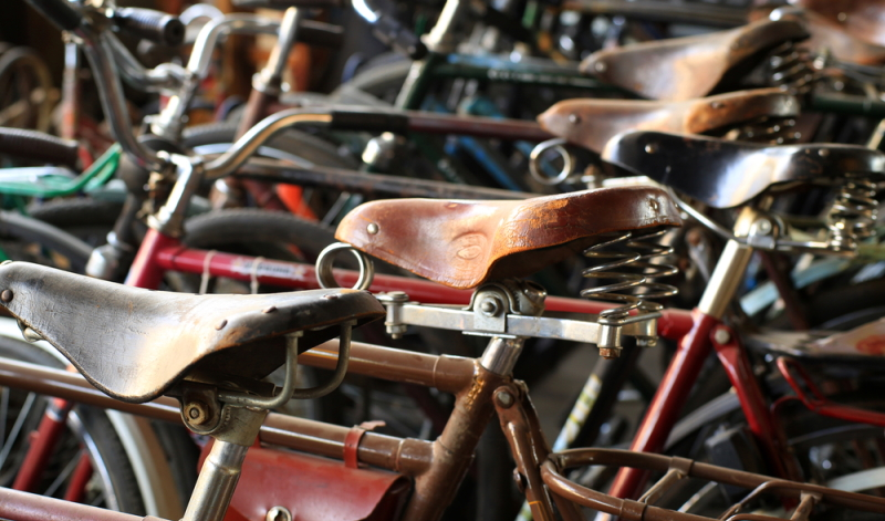Auch der Fahrradsattel spielt bei den Fahrrad Tipps zur Kaufberatung eine wichtige Rolle. Weil jeder Mensch unterschiedlich gebaut ist, kommt nicht jeder mit dem gleichen Sattel klar.