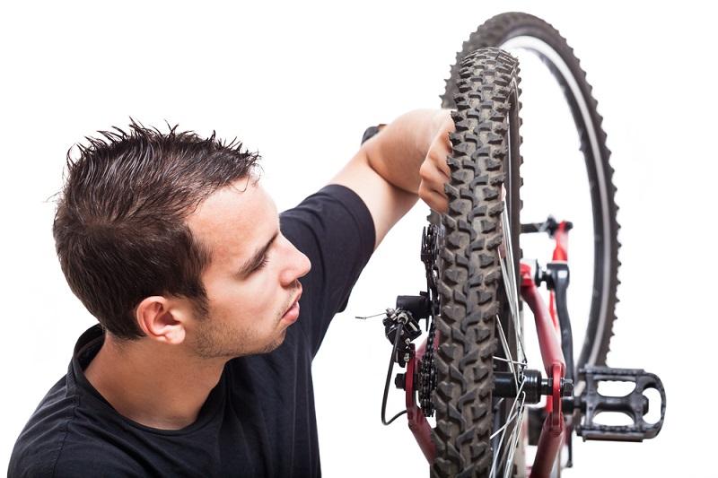 Bevor ein neuer Umwerfer eingestellt werden kann, braucht es daher ein passendes Zubehörteil. Optimal ist es, wenn dieses durch den Hersteller des Bikes angeboten wird. ( Foto: Shutterstock-Jan Mika)