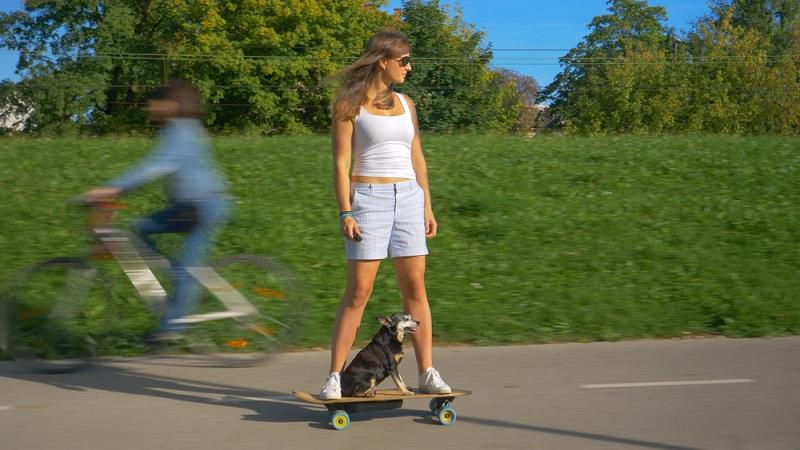 Die Regelungen in der Schweiz sind um einiges strenger als in Österreich. Auch hier dürfen Elektro-Skateboards nicht auf der Straße fahren.  ( Foto: Shutterstock-Flystock )