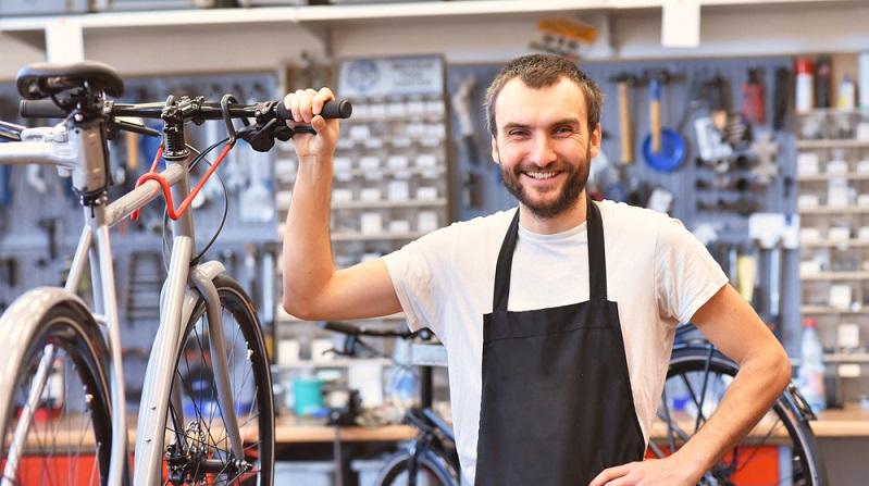 Regelmäßige Kundendienste sollten beim E-Bike gemacht werden. ( Foto: Shutterstock-industryviews )