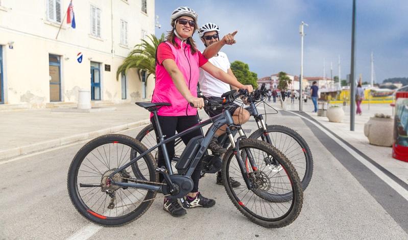 Für welches E-Bike man sich entscheidet liegt letztendlich an den Bedürfnissen der Käufer. ( Foto: Shutterstock-moreimages)