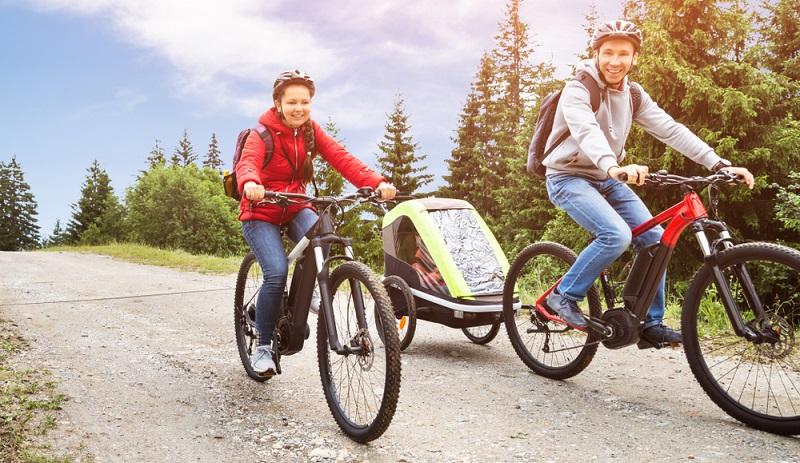 Wer ein E-Mountainbike gebraucht kaufen möchte, der sollte es bei einem Fachhändler erwerben ( Foto: Shutterstock-Andrey_Popov )