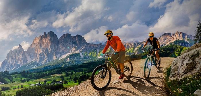 E-Mountainbike: 7 Aspekte, die Sie beim Kauf beachten sollten ( Foto: Shutterstock-gorillaimages )