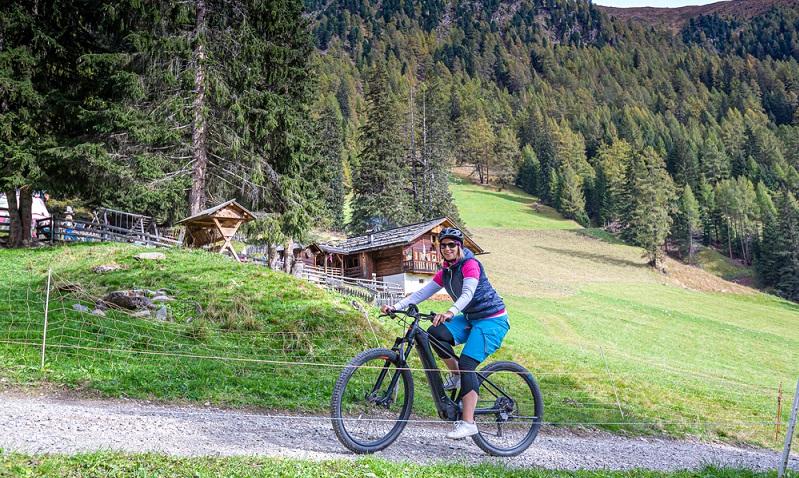 Fahrradtraum erfüllen und die Natur in vollen Zügen genießen ( Foto: Shutterstock-_moreimages  )